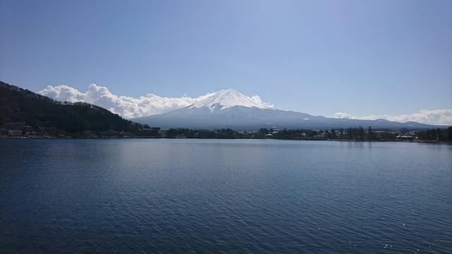 河口湖から富士山を臨む