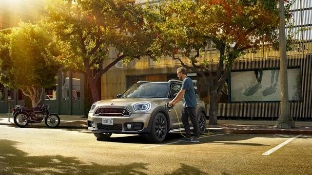 MINI CROSSOVER PHEV │ MINI Japan (58332)