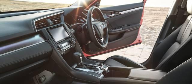 デザイン・カラー|インテリア|シビック セダン|Honda (60364)