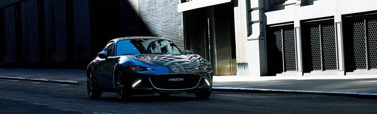 ハードトップのオープンスポーツカー!マツダのロードスターRFの魅力を紹介します!