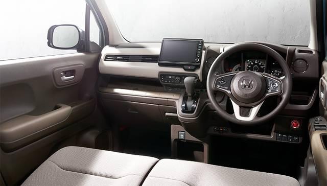 新型「N-WGN」 運転席周り