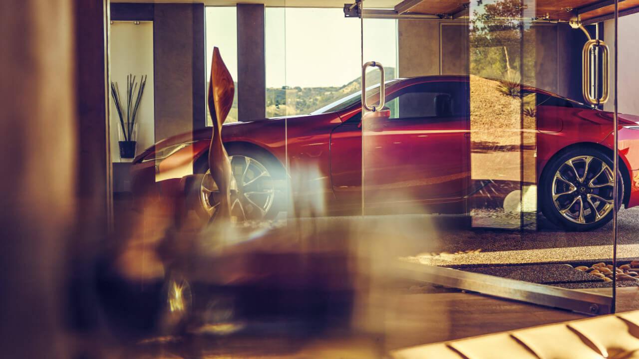 レクサスのフラッグシップクーペである「LC」の魅力を紹介します!