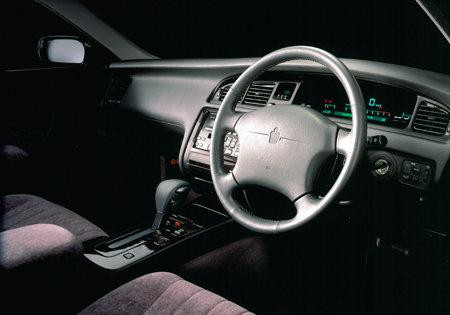 クラウンマジェスタ(トヨタ)のモデル・グレード別カタログ情報|中古車の情報なら【グーネット】 (68286)
