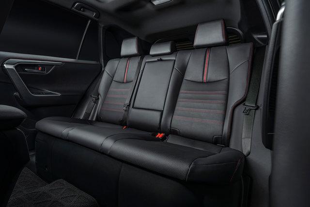 TOYOTA、ロサンゼルスオートショーでRAV4のプラグインハイブリッド車を世界初披露 | トヨタ | グローバルニュースルーム | トヨタ自動車株式会社 公式企業サイト (69711)