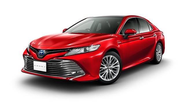 トヨタ新型カムリ価格は329.4万円から!ハイブリッド専用で燃費は33.4km/L!