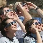 """99年ぶりの「皆既日食」に全米が大興奮!セレブも、こぞって鑑賞 """"世紀の瞬間""""を動画に"""