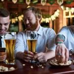 【悲報】酒は全然『百薬の長』ではなかった!1日1杯で寿命短縮