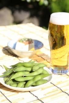 ビールと枝豆は相性バッチリの夏の定番コンビ
