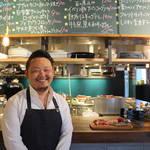 立ち飲みビストロ「富士屋本店グリルバー」が三軒茶屋に復活!