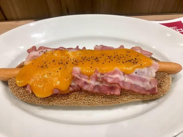 イベリコ豚ソーセージと成城石井自家製ベーコンのチーズホ...
