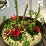 女子に人気!モリンガを使用した冬限定の鍋メニュー「みどり鍋」でキレイにヘルシー