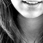 笑顔は社会人の必須スキル。 むっすり一匹狼でいられるのは学生時代まで!