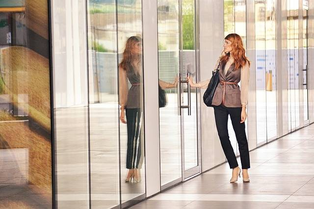 Free photo: Business Woman Opening Door - Free Image on Pixabay - 1997286 (14641)