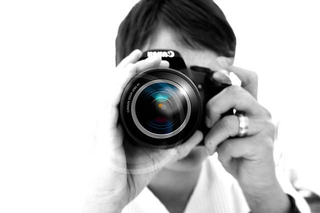 Free photo: Woman, Camera, Hand, Lens - Free Image on Pixabay - 67127 (18521)