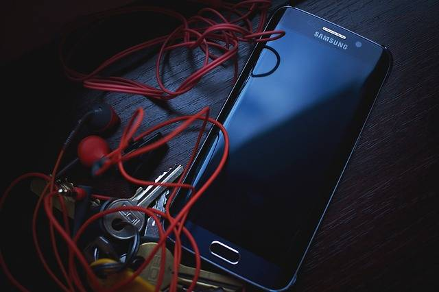 Free photo: Cellphone, Earphones, Keys, Samsung - Free Image on Pixabay - 1853247 (18632)