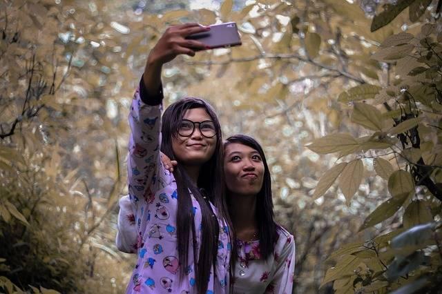 Free photo: Girl, Selfi, Leaf, Young - Free Image on Pixabay - 1879095 (29325)