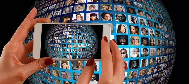 Free illustration: Smartphone, Hand, Photo Montage - Free Image on Pixabay - 1445489 (31271)