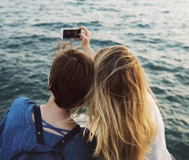 Free photo: Phone, Holding, Travel, People - Free Image on Pixabay - 2237666 (35938)