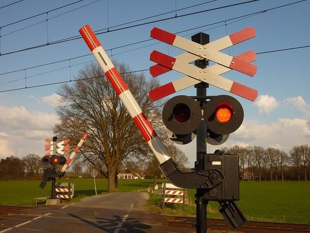 Free photo: Train, Railway Crossing - Free Image on Pixabay - 1039283 (39902)