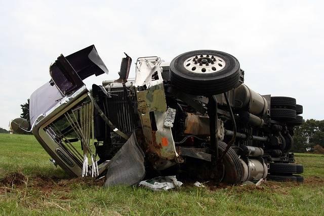 Free photo: Semi, Accident, Crash, Truck - Free Image on Pixabay - 2659732 (51580)
