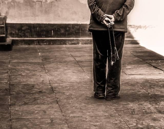 Free photo: Old Man, Walking, Prayer Beads - Free Image on Pixabay - 2664825 (56662)