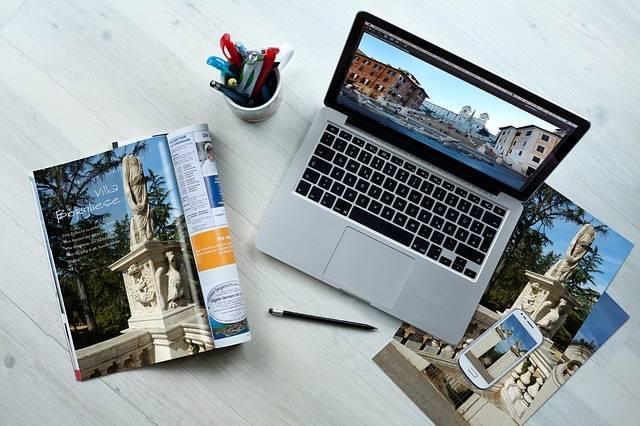 Free photo: Workplace, Macbook, Smartphone - Free Image on Pixabay - 2802996 (60919)