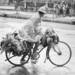 雨の日の自転車で買い物をするには、様々な準備が必要です
