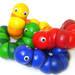 くねくね形を変えるいもむしのおもちゃ「ジュバ」。子どもの指先の発達にも効果大!