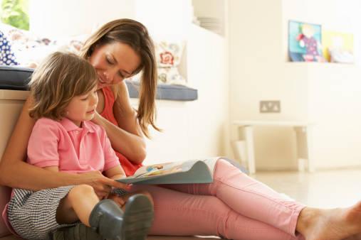 【0歳から4歳】赤ちゃん・幼児への絵本の読み聞かせには...