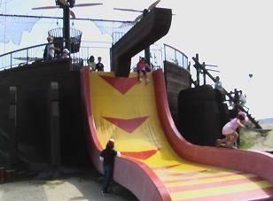 フリーフォール滑り台