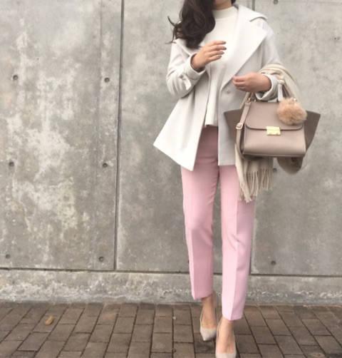 ホワイト × ピンク で甘めカラーの春色コーデ