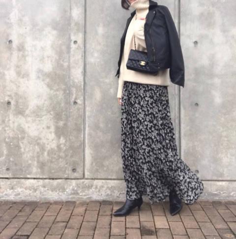 GU390円の小花柄マキシスカートコーデ!
