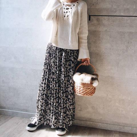 スカートはGUの390円スカートと言われている物。
