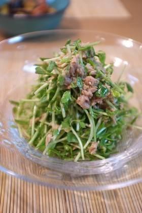 豆苗を簡単に生でも美味しくもりもり食べられるサラダです◎