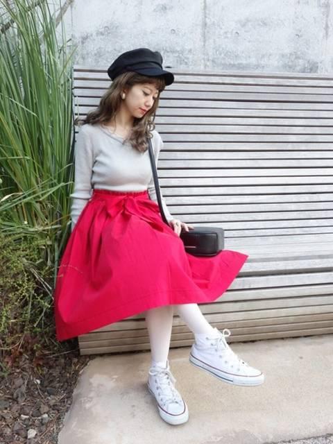 赤いスカートを主役にコーディネート❤️ スカートはふわ...