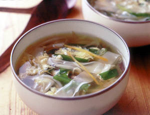野菜たっぷりワンタンスープ