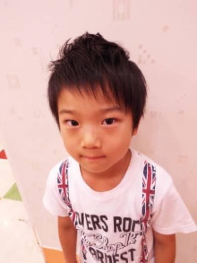 【アシメでおしゃれキッズに!】男の子の髪型アシメスタイル10選 | 出産・育児ガイド (5985)