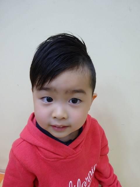 【アシメでおしゃれキッズに!】男の子の髪型アシメスタイル10選 | 出産・育児ガイド (5986)