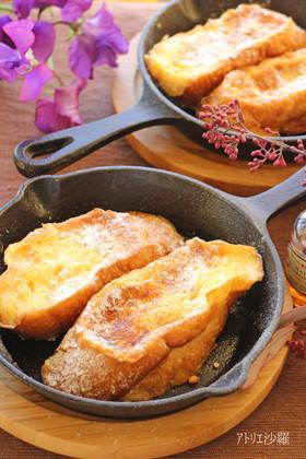 大人気フレンチトーストもスキレットを使えばカリッとした...