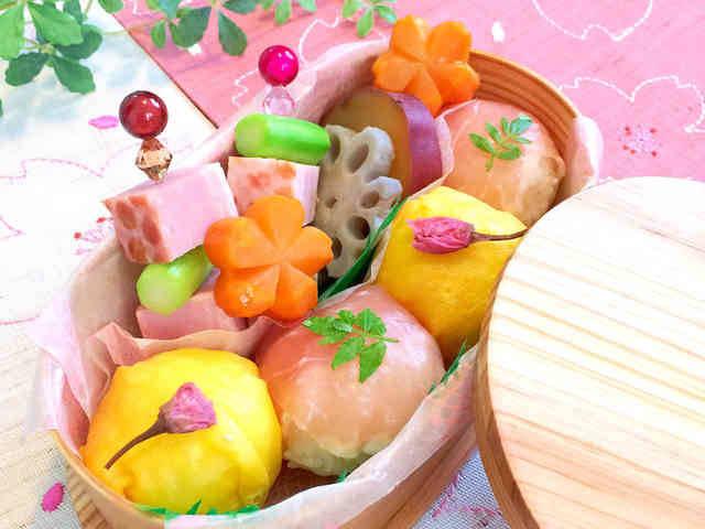 桜に負けないくらい美しくおいしいお弁当で、春を満喫しま...