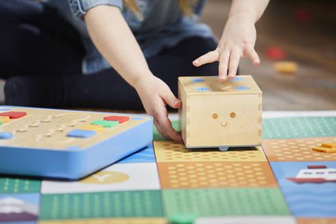 木製ロボット「キュベット」