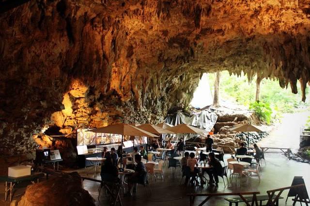 森と鍾乳洞をツアーで巡る「ガンガラーの谷」