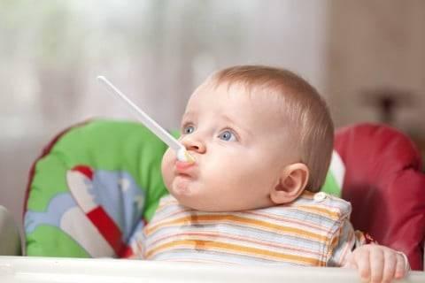 離乳食のヨーグルトはいつから?赤ちゃんに与える量や進め方のコツは? - こそだてハック (19126)