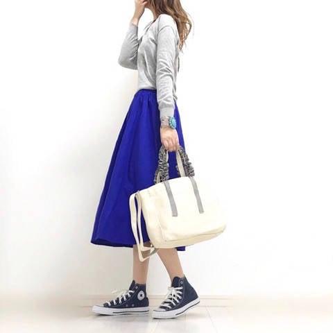 GU新作☆人気イージーカラースカートで春のグレー×ブルー大人カジュアルコーデ♪ α closet アラフォースタイルアップを目指す☆プチプラmixコーデ (25342)