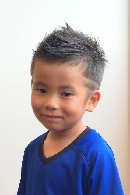 キッズカット ソフトモヒカン ラインアート | 志木・鶴瀬・上福岡の美容室 REPLAY HAIR DESIGNのキッズヘアスタイル | Rasysa(らしさ) (26257)