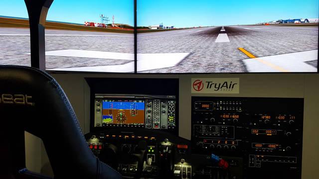 訓練用のフライトシミュレーターで操縦体験ができる「トラ...