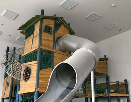 高さ6m! 国内最大級の木製遊具