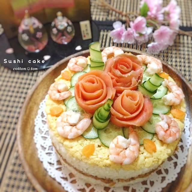 """cotton☺︎ton on Instagram: """"2日遅れのひな祭りに、お寿司ケーキ作りました😁  ミリではお刺身が手に入らないので…😭ツナ挟みました。  かろうじてGETできたスモークサーモンと、どこでも売ってるエビで飾りつけ✨✨ イクラがあれば良かったなぁ…😞 #寿司ケーキ #寿司 #ちらし寿司ケーキ #デコ寿司 #デコ弁…"""" (83212)"""