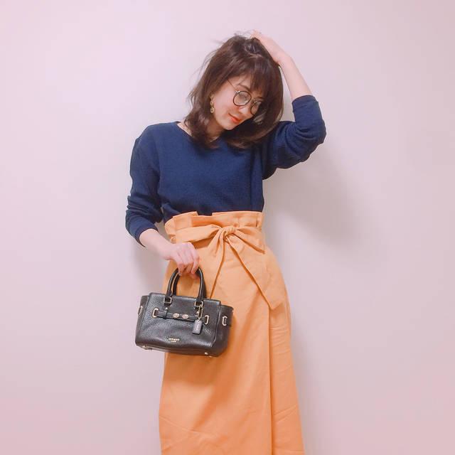 """mami on Instagram: """"今日は上の子下の子の参観日でしてさらにお迎えも幼稚園までだったので3回幼稚園へ行ってまいりました。 DUNAの新作スカートが可愛いすぎる件。 #ワッフルvネックt #uniqlo #スカート#duna #bag #coach #ママコーデ #ママファッション #outfit…"""" (83275)"""
