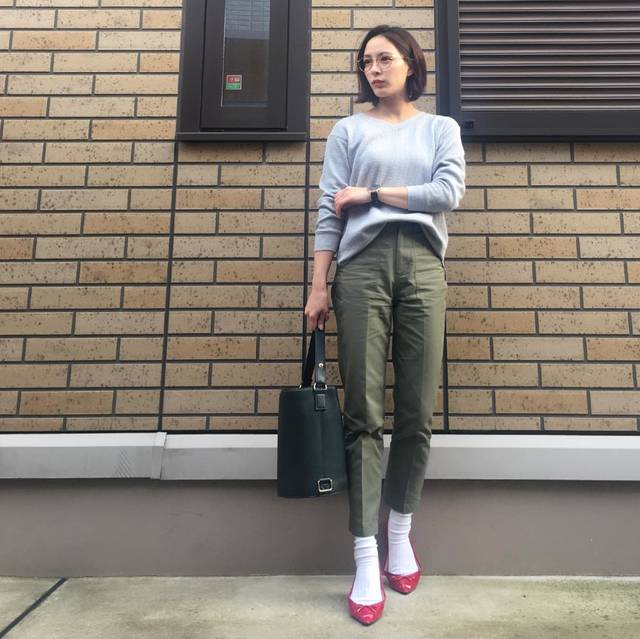 "YURI TAKAHASHI on Instagram: "": #outfit : : 最近この角度多い気がする🤔 明日は逆向いてみよ☞w : : tops @uniqlo_ginza  pants @edist.closet  shoes @gu_global @gu_for_all_  bag @koe_official : :…"" (83278)"